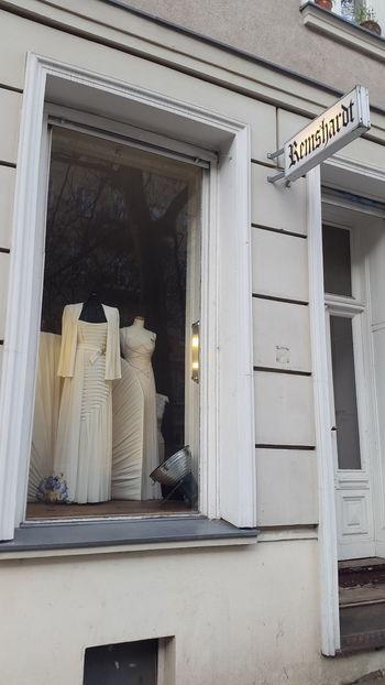 Hochzeit wedding Wedding Dress Hochzeitskleid Brautkleid brautkleider berlin Berlin Mitte kleid No People Door Entrance window Remshardt Atelier Atelier Hochzeit Couture