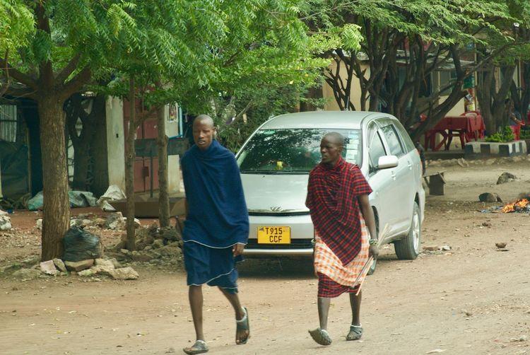 Hombres masai Man Tanzania Africa African People Masai Men Two People Walking