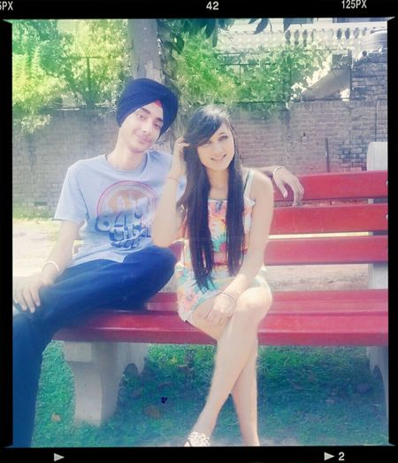 Bench Djsabh love couple sabh2singh Peace And Love Couples First Eyeem Photo