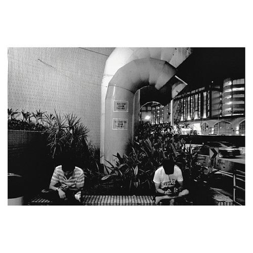 Somewhere in Singapore | Leicam6 35mm Neopan blackandwhite film | analogphotography leica travel documentary monochrome streetphotography