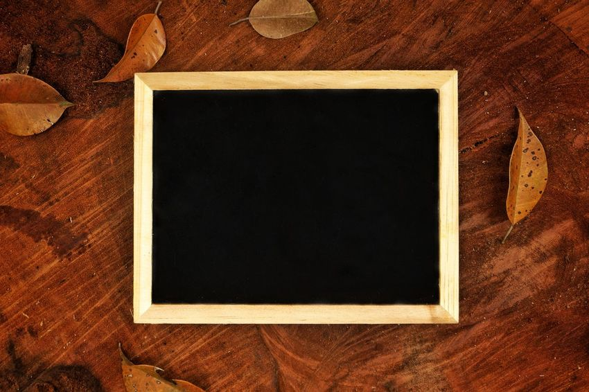 Blackboard on wooden log Frame Blank Retro Styled Picture Frame Old-fashioned Copy Space Photography Themes Textured  Black Color Backgrounds Reminder Day Close-up Photograph Picture Frame Brown Camping Adventure Wooden Outdoors Wooden Log Chalkboard Copy Space Abstract Vacations