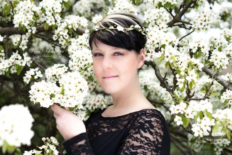 Portrait Portrait Of A Woman Shooting Blüte Frühling SONY A7ii Outdoors Hello World Sun Beuatiful Neuruppin