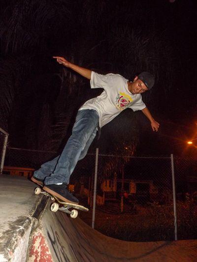 Photo: Josiel Tk. Atleta: Vinicius Cavalcante(Japa). Manobra: Smith. Skateboard Skste Photography Skatelife Skate♥ Skate Love Skateboarder Skate Or Die Skate Boy Photography