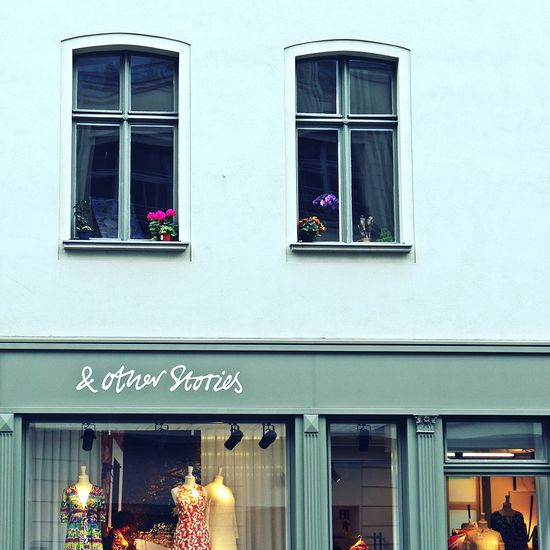 This city has so much charme 🌸Shopfront Shopfrontporn Windowshopping Window Box Windows_aroundtheworld Views From The Sidewalk View From Below Sidewalk PhotograhyFacadelovers City Life Berlin Urban Lifestyle EyeEm Gallery Berliner Ansichten Berlinlove Mitte Cityscape Streetphotography Inspirations Everywhere. Architecture_collection Façade Typography & Design Neighborhood Map Arts Culture And Entertainment Sidewalk Discoveries