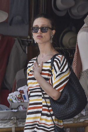 The actress Gabriella Pession and her husband, the actor Richard Flood, in Portofino - Summer 2016 Actor Actress Backgrounds Car Casual Clothing Celebrities Celebrity Celebrity Sighting Couple Focus On Foreground Front View Gabriella Pession Happiness Italy Kisses Outdoor Photography Person Portofino Richard Flood Sunglasses Vip Young Adult