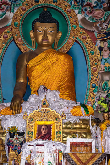 Statue of buddha statues in temple outside building