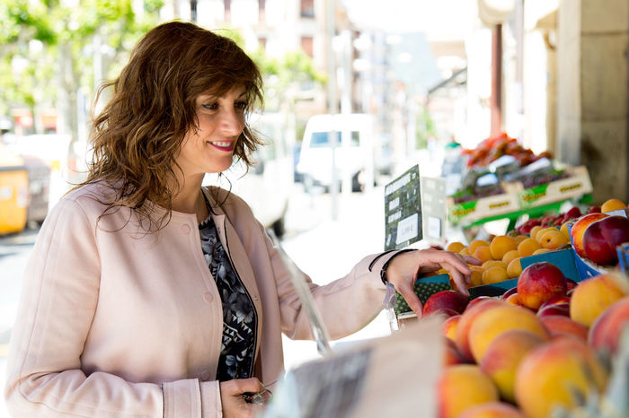 40 Years Old 50 Years Old Choice Happy Woman Beautiful Woman Buying Costumer Fruit Healthy Mature Women Middle Aged Shop Smile Store