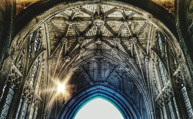 i see a ⭐Arch Architecture Low Angle View Spirituality History Gothic Style Interior Tourism Ceiling Background Old Light First Eyeem Photo The Magic Mission Façade Historic No People Star Hdr Snapseed My Favorite Photo Miles Away