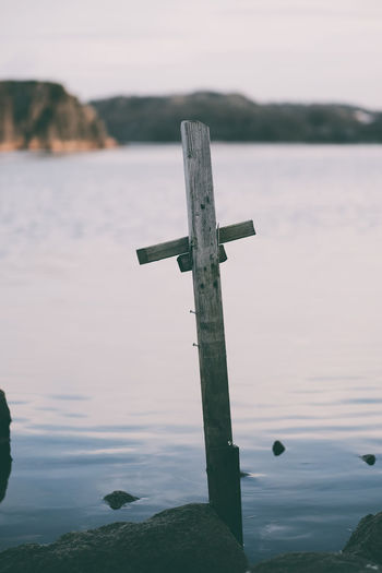 Cross Water Cross No People Tranquility Nature Tranquil Scene Day Outdoors Wood - Material Scenics - Nature Belief Religion Spirituality Seaside Sea Kors Taking Photos Fujifilm XH1 Havet Kungshamn Sotenäs Sverige Sweden Fujifilm EyeEm Best Shots