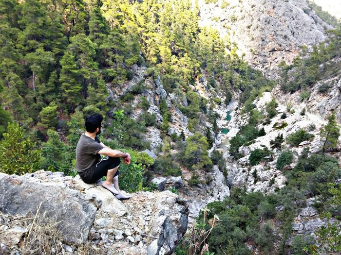 Tree Full Length Sitting Men Rock - Object Hiking High Angle View Casual Clothing Rock Countryside Rocky Mountains