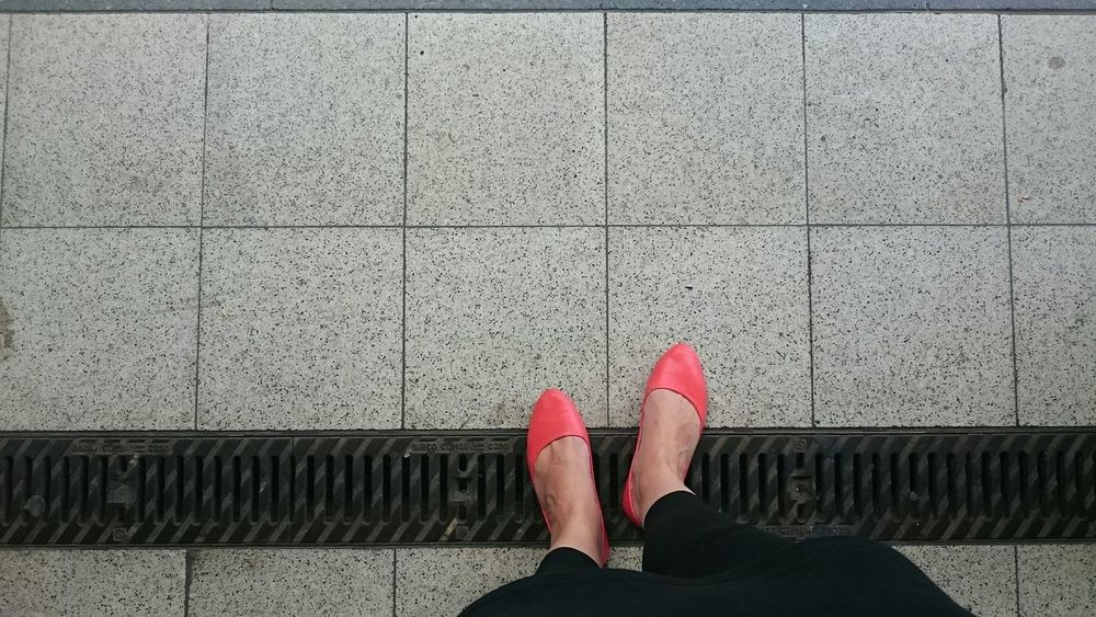 Crossing borders and enjoying the last sunny summer days. Buffalo Soldier Pink Shoes Lines Streetphotography Street Photography Eye4photography  Urban Geometry From My Point Of View