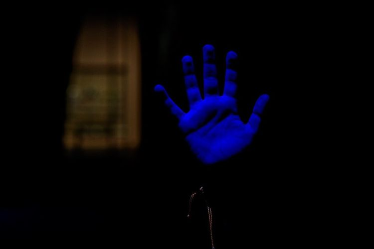 Blue hand Human Hand Blue Child Blue Urban Barcelona, Spain Streetphotography The Week On EyeEm Barcelona Be. Ready. Fotodecalle SPAIN Againstthecurrent Contracorrent Inside AI Now Inner Power