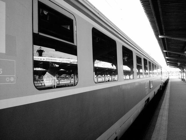 Train Railwaystation Train Station Perspective Travel Bucureşti Bucharest Romania