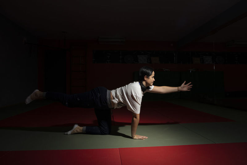 Portugal; Aula de Yoga Yogagirl Yoga Poses Sport Young Adult One Person Full Length Young Men Human Arm Indoors  Skill  Limb Casual Clothing Men Lifestyles Practicing Leisure Activity Side View Adult Sports Clothing Real People Agility Arms Raised Hairstyle Human Limb