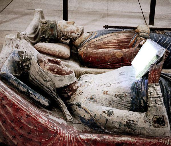 Eleonora d'Aquitania e il suo Kindlepaperwhite Alienordaquitaine Fontevraud Fontevraud Abbey Medieval EnricoII HenryII Duevolteregina France Vivelafrance