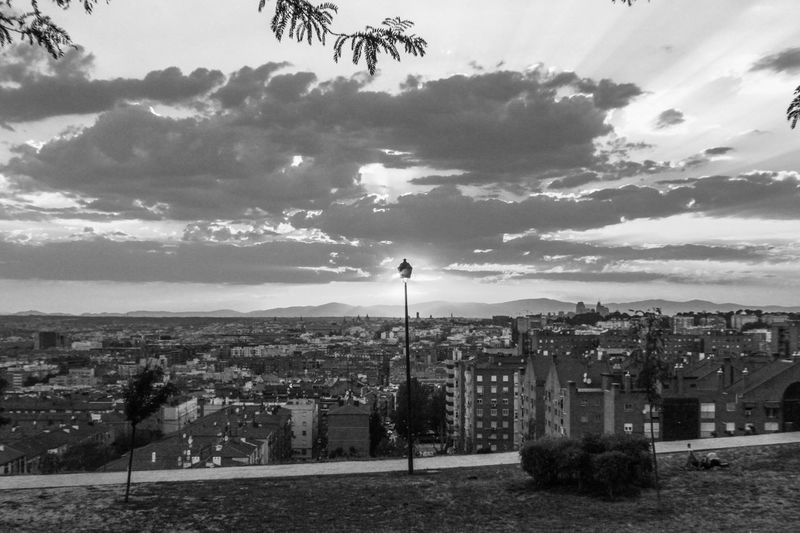 Hidden Gems  Vallecas SieteTetas Parque De Las Siete Tetas Sunset_collection Sunset Sun Behind Lamp Post Learn & Shoot: Balancing Elements EyeEm Gallery Blackandwhite Black And White Blackandwhite Photography Cityscapes Madrid Bnm_captures Bnw_collection
