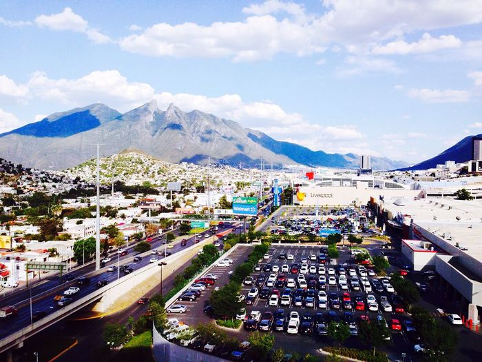 Coloreteado Dia EyeEmNewHere Ciudades Del Mundo Monterrey, México Dia Cloud - Sky Mountain Architecture Road Cityscape Transportation Building Exterior Land Vehicle Clear Sky Mode Of Transport Built Structure Valle Oriente Los Generales Costco The Week On EyeEm Mix Yourself A Good Time High Angle View Sky Car Day Mountain Range Outdoors Town City Nature No People