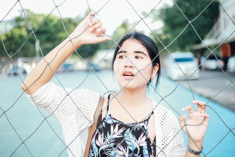 Woman seen through net in court