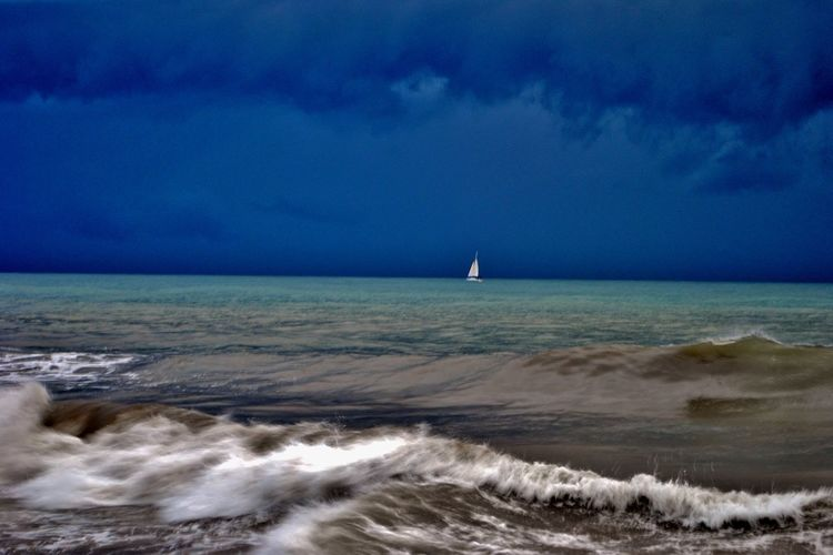Sea Water Horizon Sky Horizon Over Water Scenics - Nature Beauty In Nature Cloud - Sky Aquatic Sport Nature Sport Motion Wave Land Surfing Beach Nautical Vessel Blue Sailboat Outdoors Power In Nature Extreme Close-up Uragano Burrasca Danger