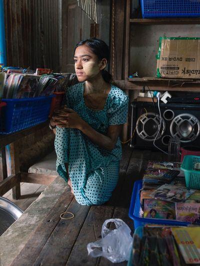Streetportrait Streetphotography One Woman Only Myanmar Life Pathien