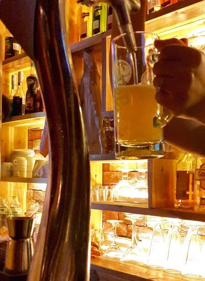 Draught Pouring Beer On Tap Tiger Tiger Beer Pub Boozer Bar Drink Up Hanoi, Vietnam Booze Vietnam Flat No Froth HEAD Nohead