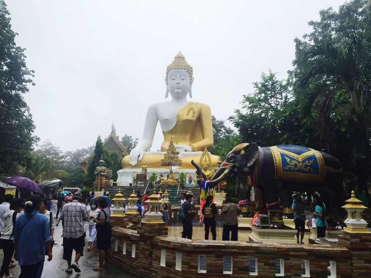 Religion Spirituality Statue Large Group Of People Buddha Sculpture Men Place Of Worship Person Human Representation Tourism Travel Destinations Tree Temple - Building Leisure Activity Lifestyles Art And Craft Clear Sky Famous Place