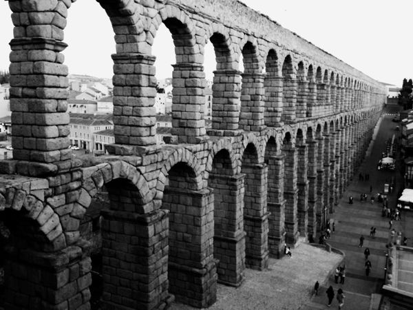 España🇪🇸 Getting Inspired SPAIN Quality Time OpenEdit Taking Photos Hobbyphotography Españoles Y Sus Fotos Architecture Darkness And Light Architecture_collection Monument Stone Segovia Castilla Piedra Monumento Acueducto Acueducto-Segovia Acueductoromano History Historic Historical Monuments Blackandwhite Blackandwhite Photography