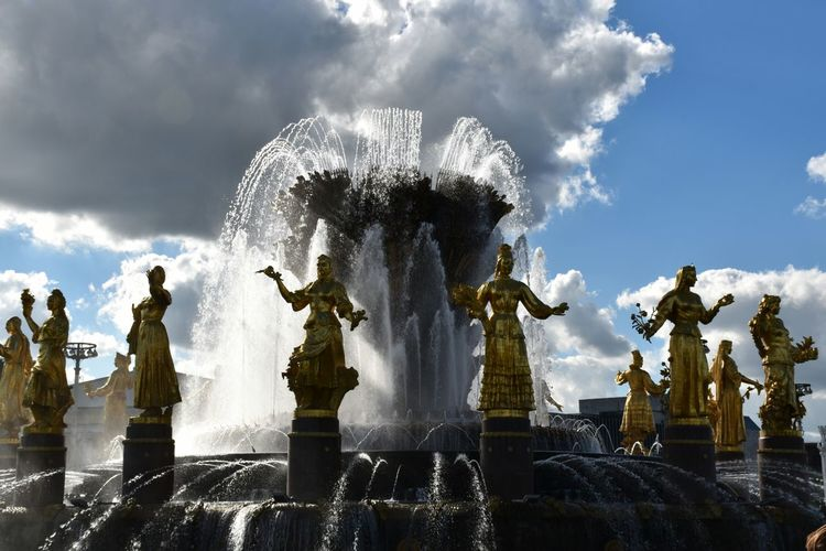 Holiday in Russia Moscow, Москва Fountains with Sculpture
