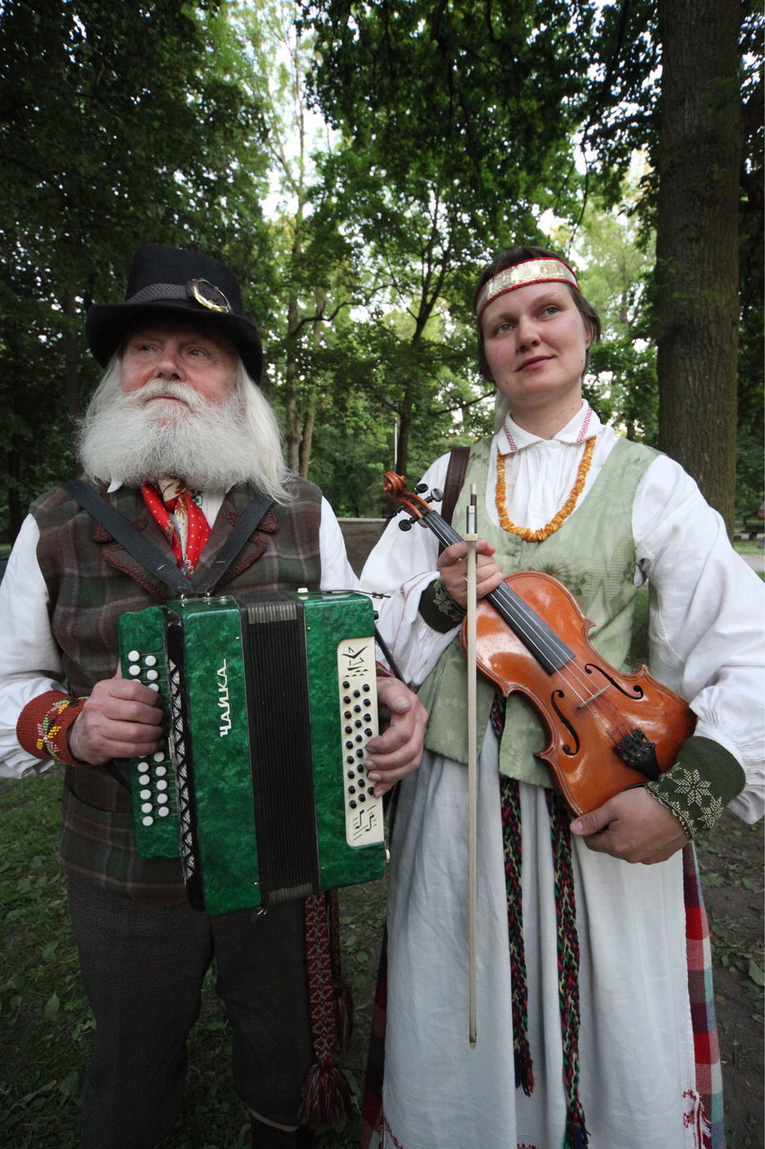 two people, music, senior adult, musical instrument, playing, outdoors, tree, mature men, mature adult, togetherness, standing, beard, day, musician, violin, adult, violinist, adults only, only men, people