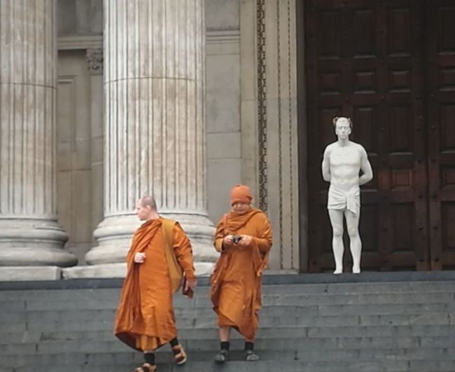 Buddhist Monks Buddhism StPaulscathedral Men Two People Steps Sculpture Marble 4thplinth Matthollick Architecture Huaweip9photos City Of London Tourism Visitlondonofficial Cityoflondon Architecture Londonlife London Stpauls Cathedral London Skyline Matt Hollick