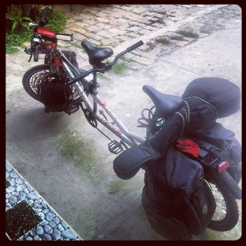 The bike, the guitar and me. Thats the team for the following days. • Vietnam • Tandem Challenge sprtd by @Engagor