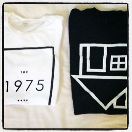 If anyone wanna get these for me, I'll love you to death! Bandshirt The1975 TheNBHD Fangirl