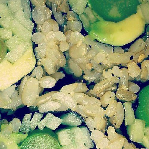 ?? veggie roll w brown rice // Vegitarian Sushiroll Sushi Aacroll foodporn