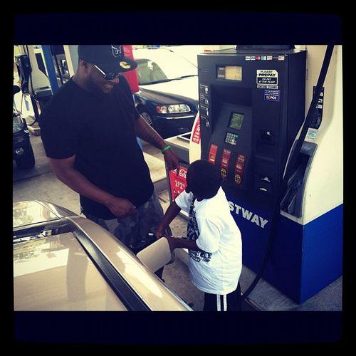 I'm teaching my 5yr old how to pump gas. Grownmanshit @momarsh84