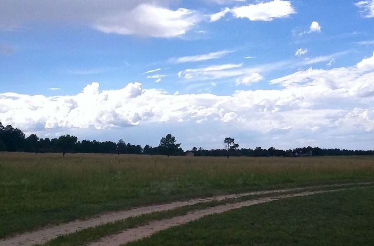 Home Is Where The Art Is Country Living Dirtroad Landscape Cloud Porn😍 Moments That Take Your Breath Away
