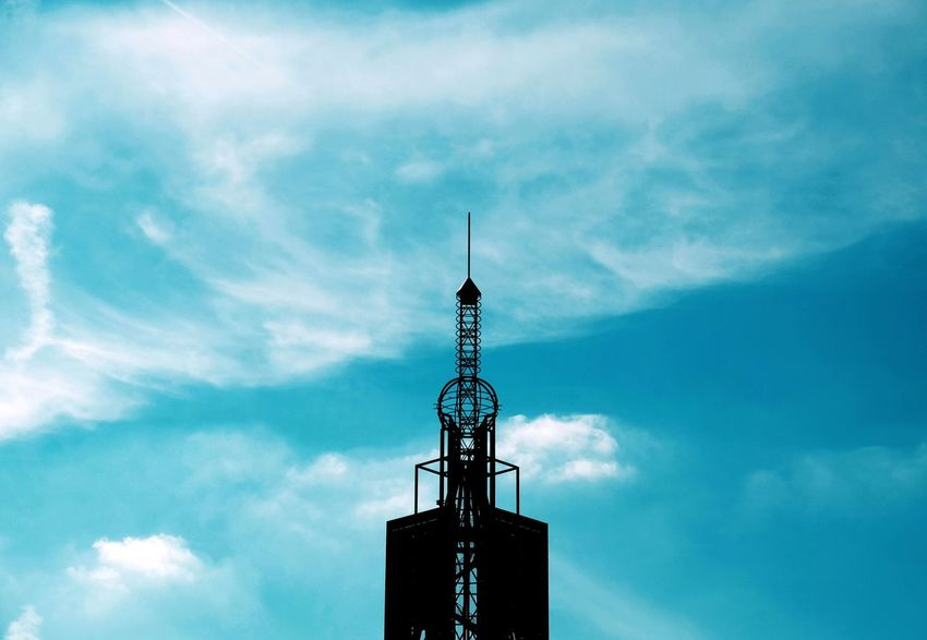 Antenna Sky Communication Tower Cloud - Sky Low Angle View No People Architecture Outdoors Day Telecommunications Equipment Antenna - Aerial Broadcasting Build Structure FUJIFILM X-T10 XF18-55mmF2.8-4 R LM OIS F/7.2 Iso 200 1/2400 Sec via Fotofall
