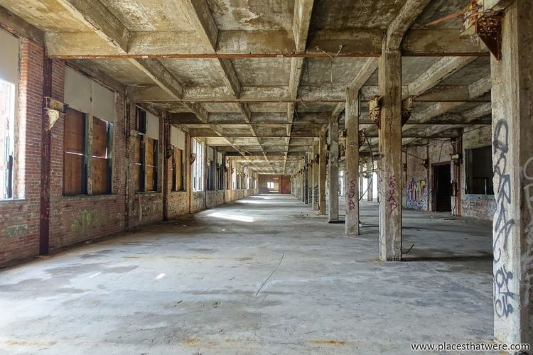 Empty factory. http://www.placesthatwere.com/2017/12/abandoned-warner-and-swasey-company.html Abandoned Factory Urbex Decay Industry Cleveland Abandoned Places Abandoned Buildings Abandoned & Derelict Rust Belt Urban Exploration Creepy Eerie Ohiourbex Abandonedohio Industrialruins Indoors  Architecture Corridor Built Structure The Way Forward Architectural Column No People