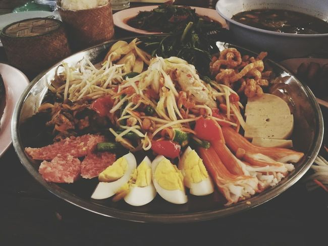 Food Food And Drink Healthy Eating Freshness Ready-to-eat Indoors  Meat Vegetable Serving Size No People Seafood Bowl Italian Food Plate Close-up Day แหนม เบียร์ ข้าวเหนียว ตำถาด