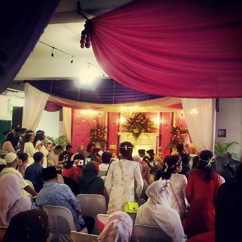 Akad nikah.. reminds me of my wedding 11yrs ago... the most beautiful part of marriage life wait until wat happen next .. it is beautiful yet sometimes can be painful! Its not abt choosing the right partner but wat kind of married life u want it to be. Thehardestthingbeforehavingkids Congratulationstothenewcouple Groomtoonervous Dahnakmasuk3kalimuucpankan juzrelax