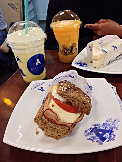 Eating in Starbuck Cofee Airport Vacation Time Starting A Trip