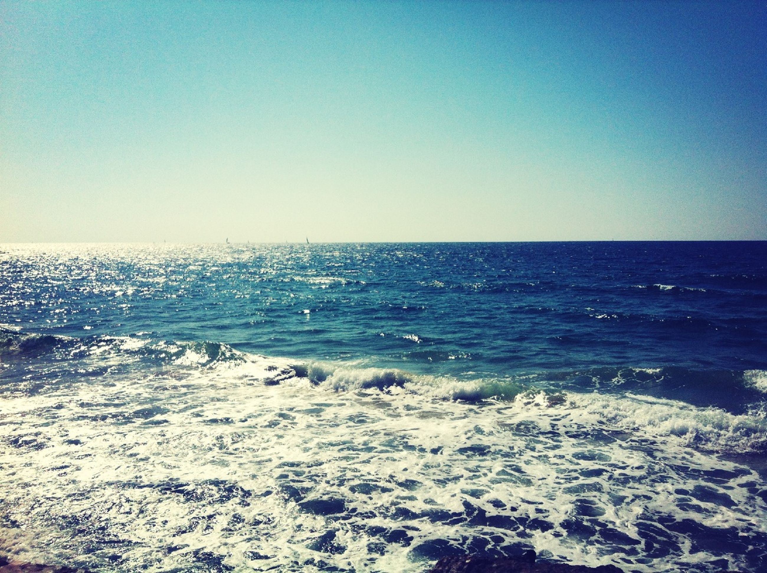 sea, horizon over water, water, clear sky, copy space, scenics, tranquil scene, beauty in nature, tranquility, beach, blue, nature, shore, idyllic, wave, seascape, remote, outdoors, surf, non-urban scene
