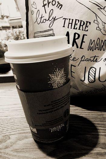ほっと一息(〃´o`)=3 EyeEm OneCam Starbucks IPhoneography At Starbucks 流石にクリスマスイヴということで休日でも人出結構ありますね