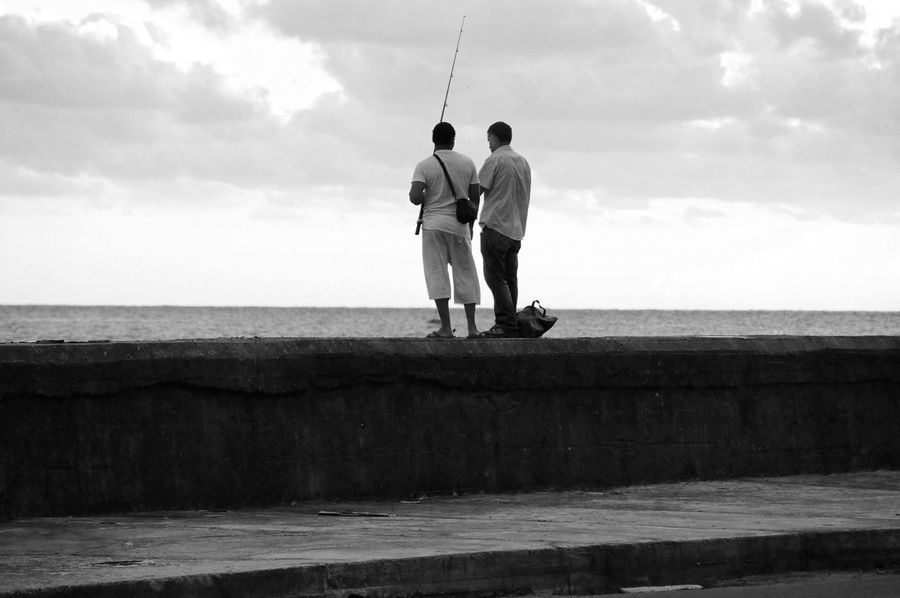 Sea Water Sky Men Horizon Over Water Real People Full Length Leisure Activity Nature Day Outdoors Cloud - Sky Havana Cuba Malecon Havanna, Cuba Fishermen Two People Rear View Tranquility Beauty In Nature Tranquil Scene Fishing Togetherness Scenics