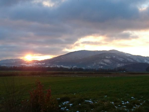 Planina sunset. Enjoying Life Sunset_collection Sunset #sun #clouds #skylovers #sky #nature #beautifulinnature #naturalbeauty #photography #landscape First Eyeem Photo Xperiaphotography Sunset Smartphone Photography Smartphonephotography Nofilter Beautiful Sunset Enjoying The Sunset