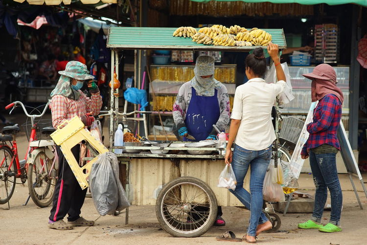Bananas Covering Customers Fried Banana Merket Snack Street Food Street Hawker Street Market In Thailand Street Photography Street Vendor What Who Where