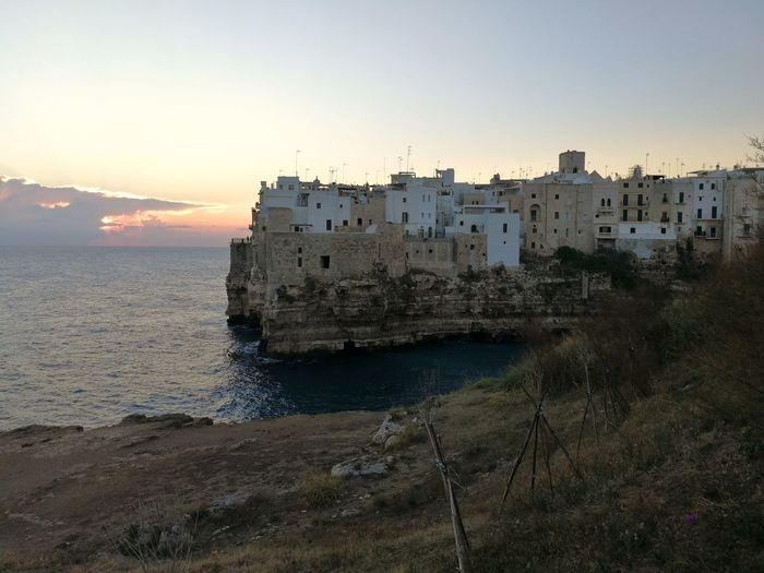 Scorcio panoramico del centro storico di Polignano a Mare all'alba Panorama Polignano A Mare Architecture Beach Beauty In Nature Building Building Exterior Built Structure Centro Storico History Land Mare Adriatico Nature No People Outdoors Scenics - Nature Sea Sky Sunset The Past Travel Travel Destinations Turism Water