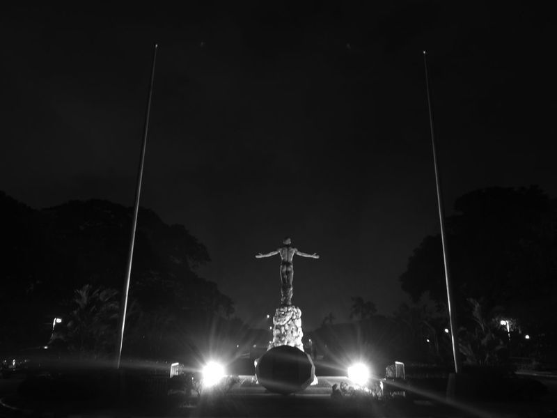 UP Diliman Oblation - PH Night Illuminated Outdoors No People Sky MonochromePhotography Huaweiphotography Monochrome Huaweip10ph Sooc - Straight Out Of The Camera Noedit Promodecaptured