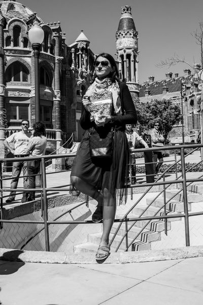 Adult Adults Only Architecture Blanco Y Negro Blanco Y Negro. Capture The Moment Day EyeEm Best Shots EyeEm Nikon Eyeem Photography Full Length Gente Hacemos En Blanco Y Negro? Human Body Part NIKON D5300 One Person Outdoors People Swing Barcelona Travel Destinations Welcome To Black