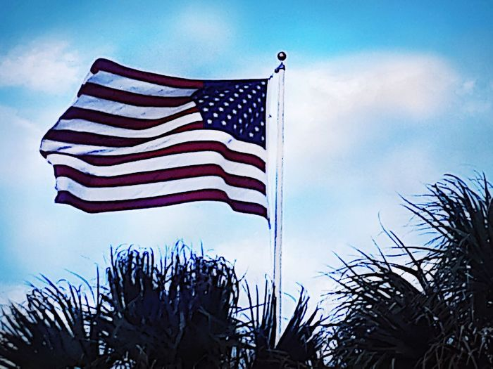 Patriotism Stars And Stripes Flag In The Wind Outdoors Galveston Beach  Prefectsunday Summer Memories 🌄 Respect No Death Is Invain So We Can Fly The Flag The Photojournalist - 2018 EyeEm Awards The Traveler - 2018 EyeEm Awards