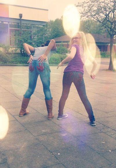 Lena<3 Having Fun Eds Schulhof